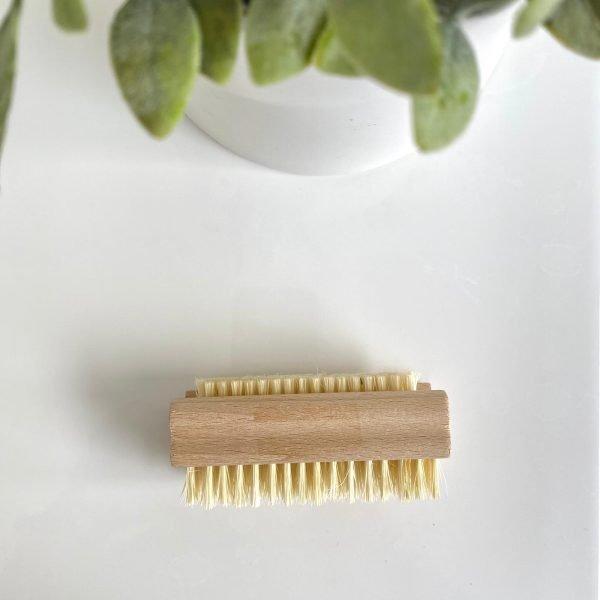 Cepillo para uñas de madera y cerdas naturales