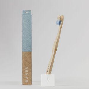 Cepillo-de-dientes-azul-medio