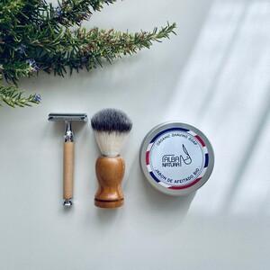 cuchilla reutilizable, brocha de cerdas naturales y jabón de afeitado en lata