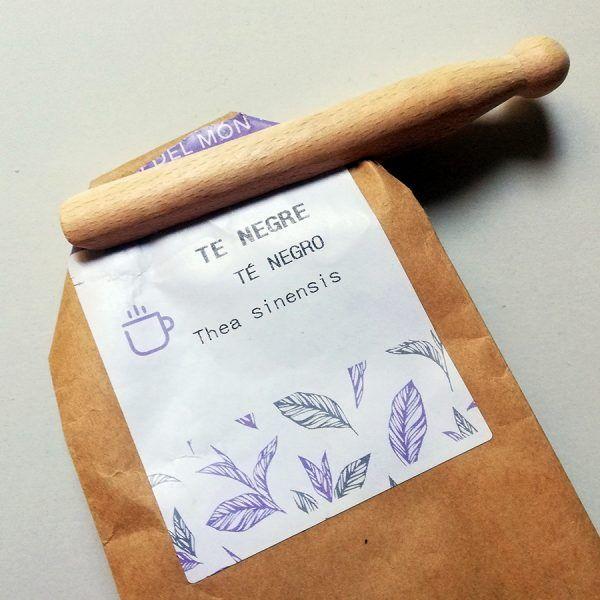 Uso de pinza de madera para cerrar bolsa de papel kraft - Dignidart