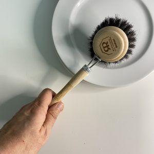 cepillo para platos de madera redecker