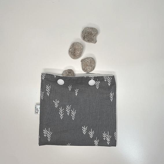 Higos en bolsa snack estampado gris con espiga blanca - The Zappy Penguin