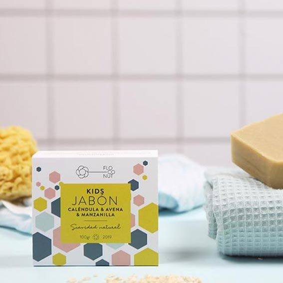Bodegón jabón kids de floconut con toalla y esponja natural
